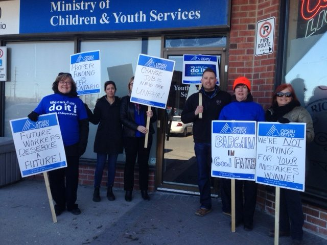 OPSEU members holding up signs at rally that say: Bargain in good faith, future workers deserve a future!