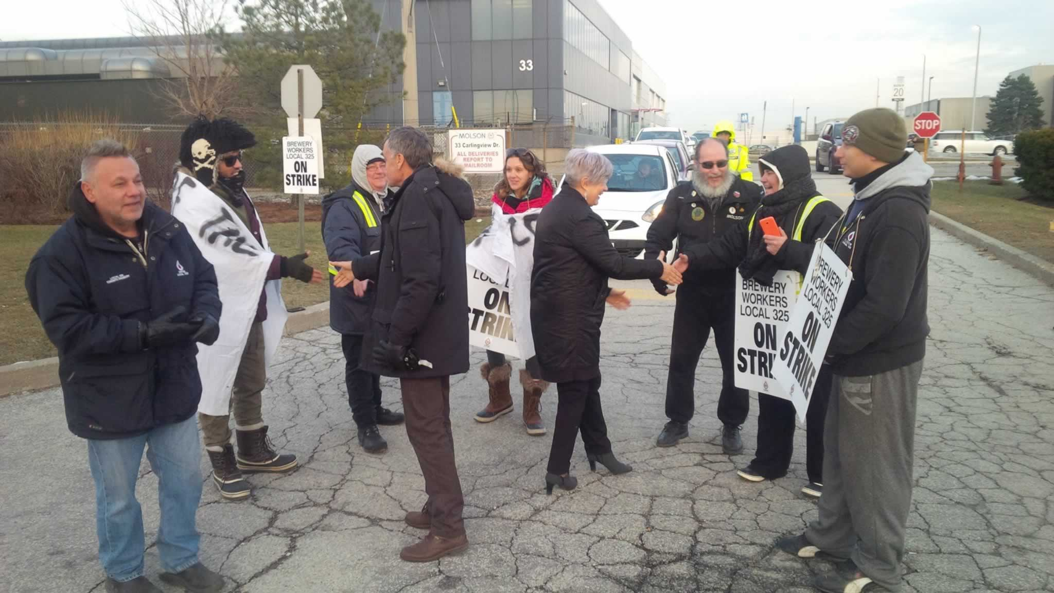 larry_brown_with_cubgw_picketers.jpg