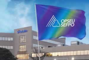 OPSEU flag in front of LifeLabs building