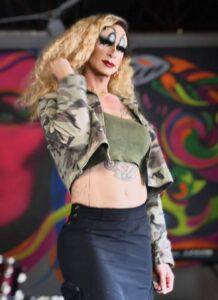 Drag Queen: Queen Dinah Might